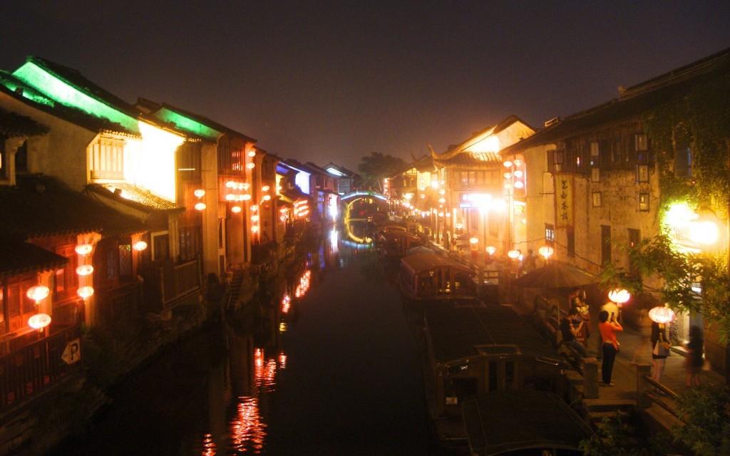 Shantang Street at night.