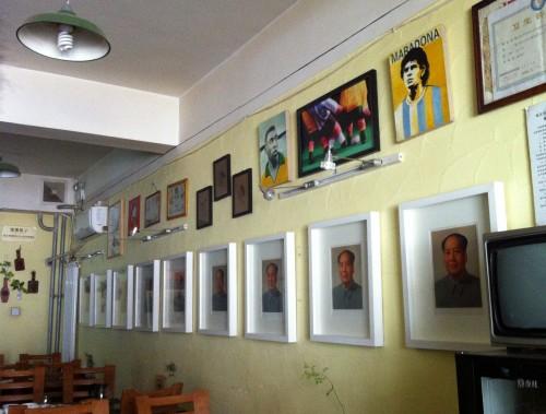 Mao, Mao, Mao, Mao, Maradona! 7080, a hip restaurant in Baoding for the '70s and '80s generation.