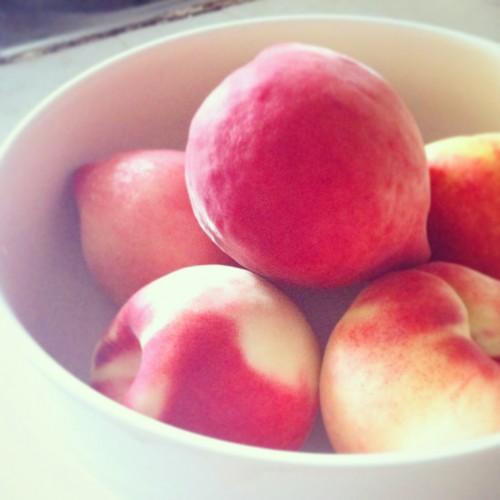 This half-dozen peaches cost 3.8 yuan (about 62 cents). Score!